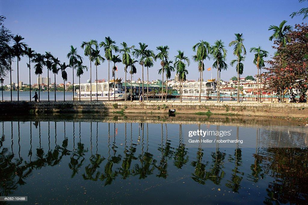 Floating restaurants on the lake, Hanoi, Vietnam : Foto de stock