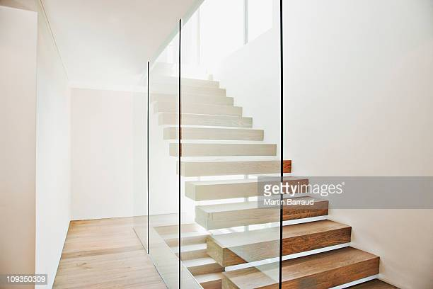 floating staircase and glass walls in modern house - glas materiaal stockfoto's en -beelden