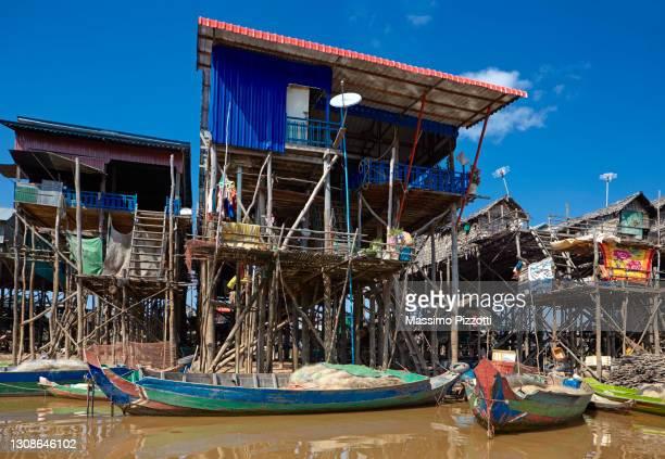 floating village of kompong phluk, - massimo pizzotti foto e immagini stock