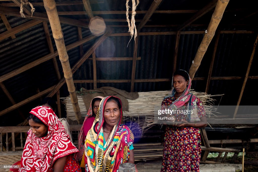 Flood affected people take shelter at Jamtola, Bogra, Bangladesh 17 August 2017. According to authorities, floods caused by heavy rainfall lashing Bangladesh during the past week have left at least 56 people dead. Affected people are waiting to get more relief as they are in shortage of food and drinking water in the shelter centers