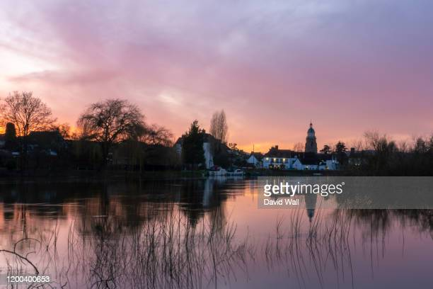 flood water along the river severn, upton upon severn. just after sunset on a winters day. - severn river stock pictures, royalty-free photos & images