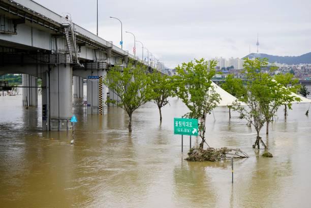 KOR: Flooding In Seoul
