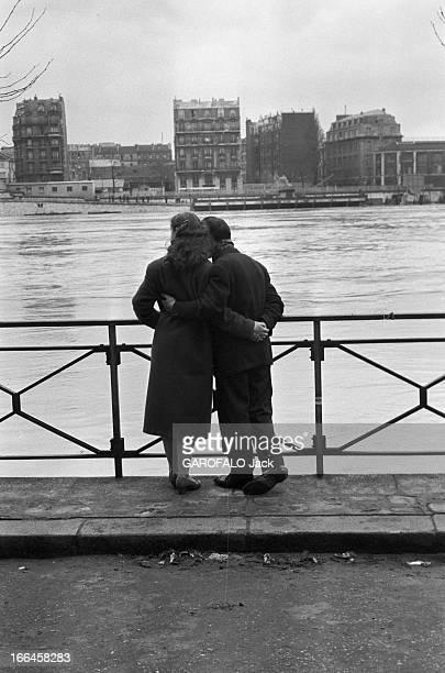 Floods In Paris. France, Paris, 28 février 1958, la crue de la Seine provoque des inondations dans tout le bassin parisien. A Paris, les berges sont...