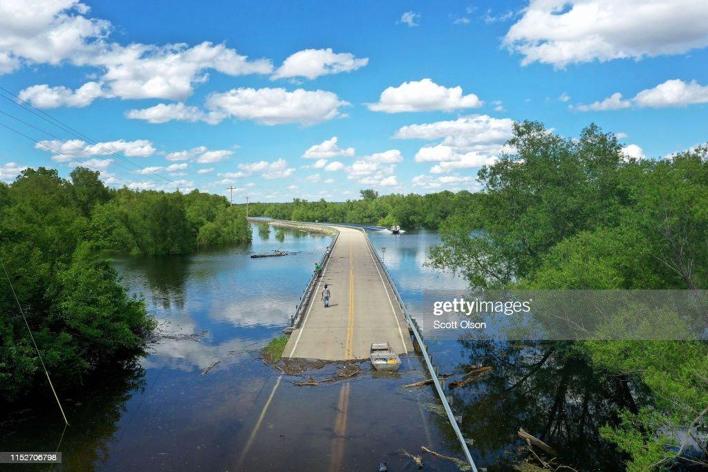 Midwest Rivers Reach Major Flood Stage At Historic Levels : Foto di attualità
