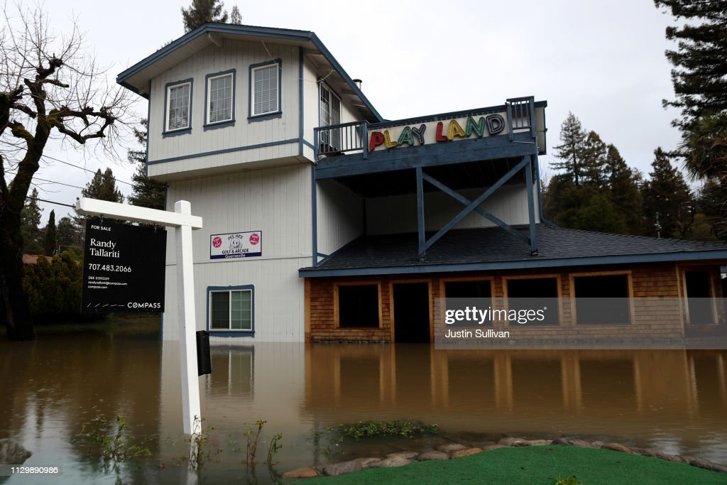 CA: Heavy Rains Bring California's Russian River To Flood Stage