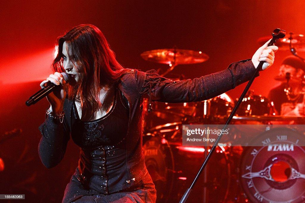 Nightwish Perform At Manchester Apollo : ニュース写真