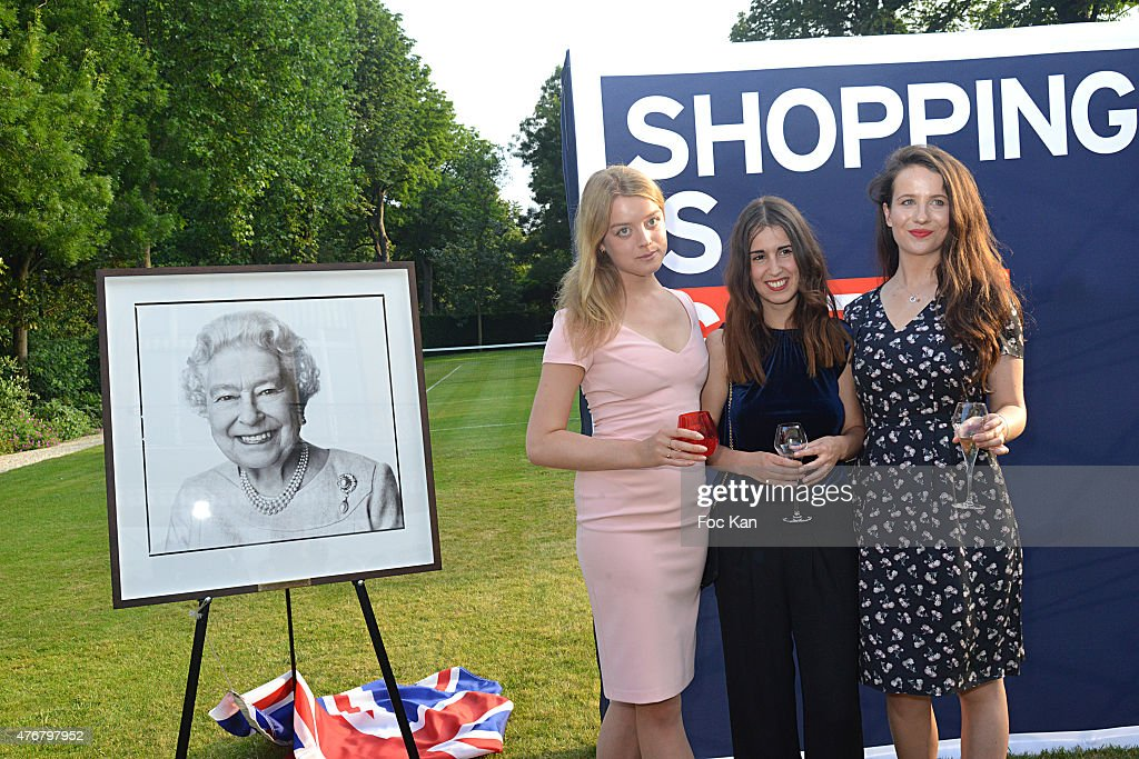 British 'Summer Time 2015': Cocktail At The British Embassy And Shops Events Rue du Faubourg Saint Honore : News Photo