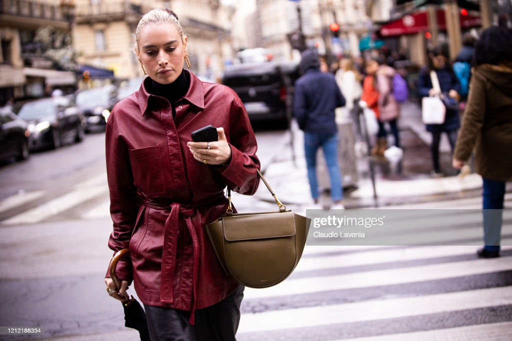 Street Style  - Paris Fashion Week - Womenswear Fall/Winter 2020/2021 : Day Eight : News Photo