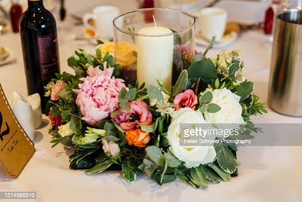 floral flower decoration candle table arrangement - ashford kent - fotografias e filmes do acervo