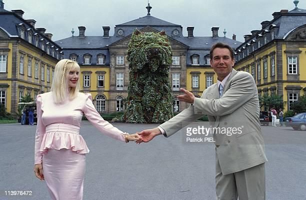 Floral sculpture of Jeff Koons In Bad Arolsen Germany In June 1992Jeff Koons with llona Staller pregnant