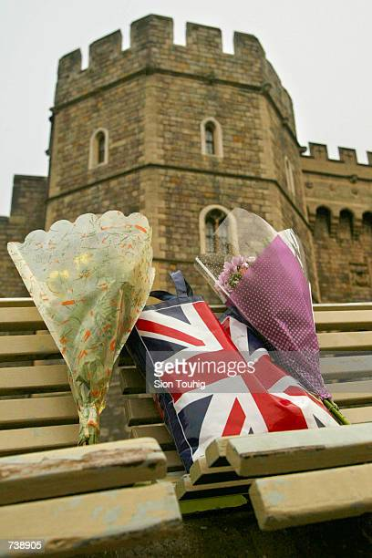 Floral tributes and a Union Jack bag lie on a bench March 31 2002 outside Windsor Castle England as mourners begin to pay tribute to the Queen Mother...