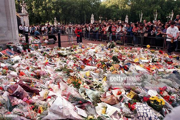 Floral tributes and balloons laid outside Buckingham Palace after the death of Princess Diana Princess of Wales 31st August 1997