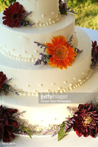 floral wedding cake - carolyn ross stock pictures, royalty-free photos & images