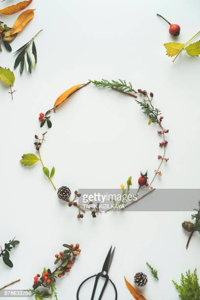floral winter wreath - christmas garland stock pictures, royalty-free photos & images