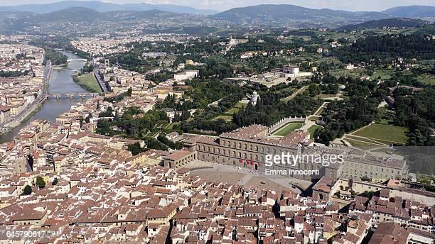 florence aerial view pitti palace, boboli gardens - pitti foto e immagini stock