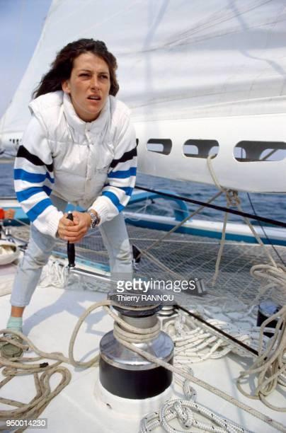 Florence Arthaud au départ de la Transat en solitaire sur le voilier Biotherm II le 2 juin 1984 en France
