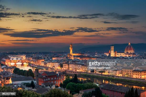 florence at night - florence italy foto e immagini stock