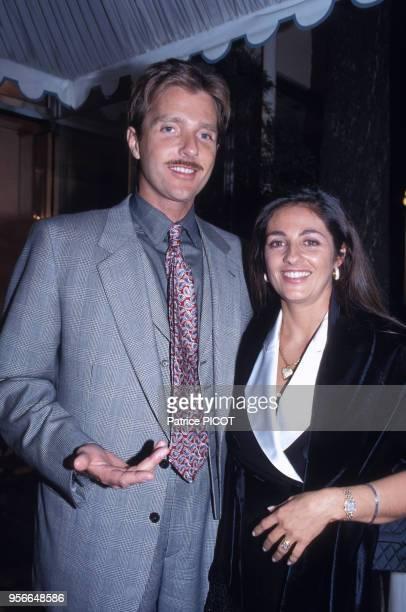 Florence Belmondo et son mari lors de la soirée des 40 ans de carrière de son père JeanPaul Belmondo à Paris le 9 avril 1993 France