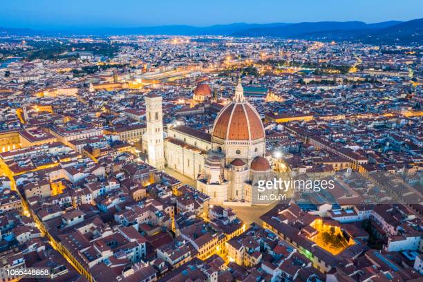 florence cathedral and the historic city of florence at dusk. (dusk) - フィレンツェ ストックフォトと画像