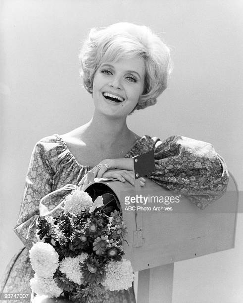 BUNCH Florence Henderson gallery Season One 9/26/69 Florence Henderson played Carol a widow with three daughters who wed a widower with three sons