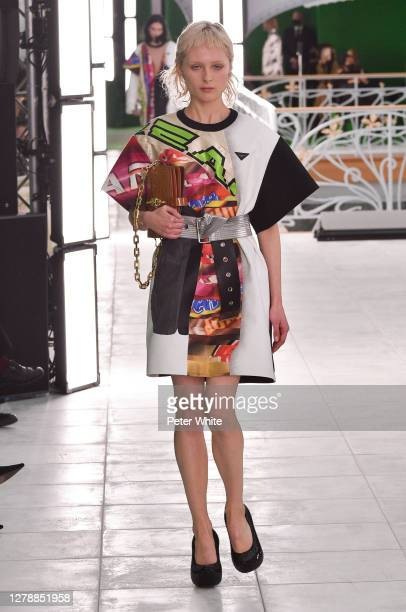 Florence Hutchings walks the runway during the Louis Vuitton Womenswear Spring/Summer 2021 show as part of Paris Fashion Week on October 06, 2020 in...
