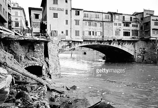 Picture of the Ponte Vecchio in Florence after the flood 04 November 1966 The floodwaters from the Arno River swept through the city and killed 87...