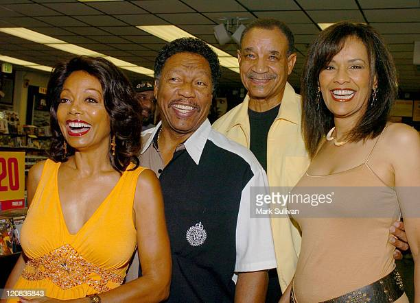 Florence LaRue Billy Davis Lamonte McLemore and Marilyn McCoo of The 5th Dimension