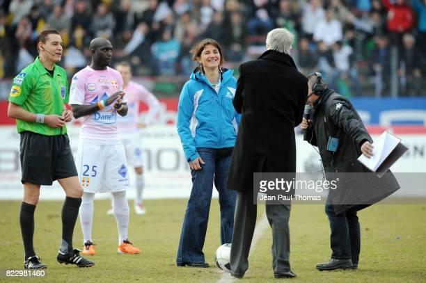 Florence MASNADA et Aime JACQUET donnent le coup d envoi Evian Thonon / Chateauroux 23eme journee de Ligue 2 Annecy