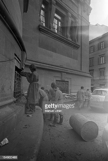 Florence November 1966 the night of 3 to 4 November 1966 a flood of mud vehicle by the flood of the Arno river and escaped oil cellars causing...
