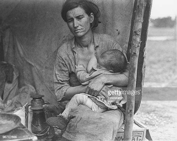Florence Thompson , holding her child - photographed by Dorothea Lange - at a temporary camp in California, USA, March 1936. .