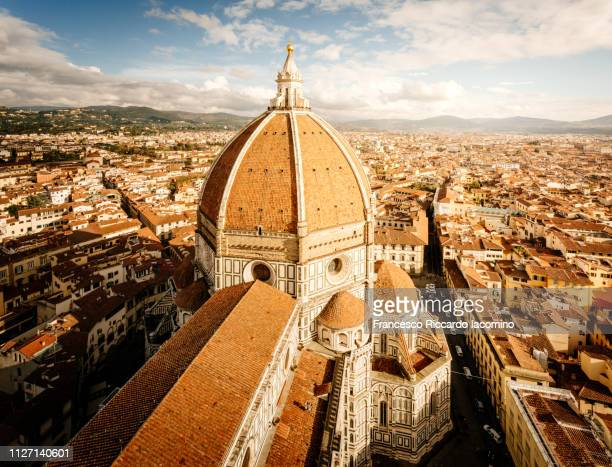 florence, tuscany, italy. aerial view of brunelleschi dome - arno stockfoto's en -beelden