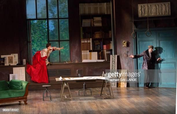 Florence Viala et Michel Vuillermoz lors de l'interprétation de L'Hôtel du LibreÉchange de Georges Feydeau par la troupe de la ComédieFrançaise à la...