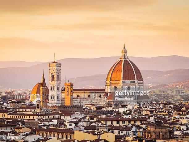 cattedrale e skyline di firenze al tramonto - cupola foto e immagini stock