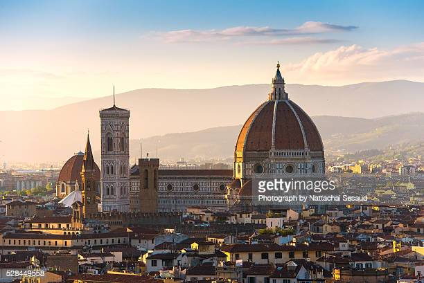 florence's cathedral and skyline at sunset - local landmark stock pictures, royalty-free photos & images