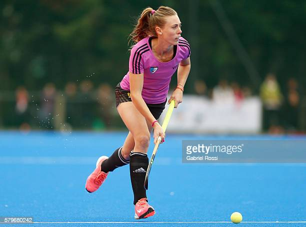 Florencia Habif of Argentina drives the ball during an International Friendly match between Argentina and Ireland at CenARD on July 24 2016 in Buenos...