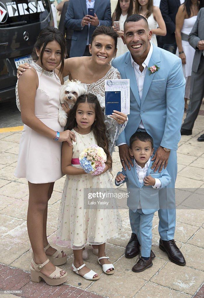 Florencia Tevez, Vanesa Mansilla, Carlos Tevez, Katia Tevez and Lito Junior Tevez leave the San Isidro City Hall after the civil wedding ceremony of Carlos Tevez and Vanesa Mansilla on December 22, 2016 in Buenos Aires, Argentina.