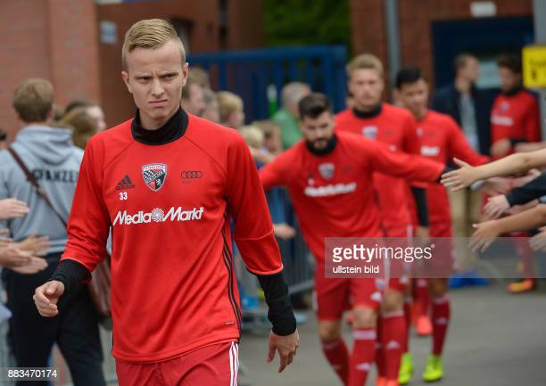 Florent Hadergjonaj auf dem Weg zum Aufwaermen waehrend dem Testspiel fuer die Fussball Bundesliga Saison 2016/2017 FC Ingolstadt 04 gegen SV Werder...