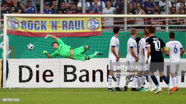 Floriabn Krebs of Berlin scores the second goal by freekick during the German A Juniors Championship Final between FC Schalke 04 U19 and Hertha BSC...