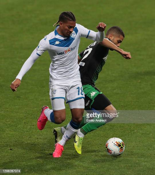 Florian Aye of Brescia Calcio is challenged by Jeremy Toljan of US Sassuolo during the Serie A match between US Sassuolo and Brescia Calcio at Mapei...