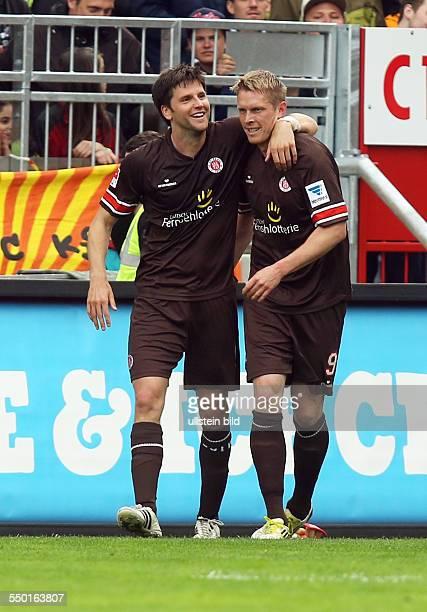 Florian Bruns, Marius Ebbers, Jubel, Freude, Emotion nach Tor zum 5:0 durch Marius Ebbers , FC St Pauli Hamburg - Eintracht Braunschweig BTSV, Sport,...