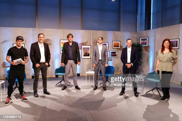 "Florian Diedrich Mundt alias LeFloid, Joerg Schindler, Michael Kellner, Stefan Hennewig, Volker Wissing and Anke alias Tinkerleo during the ""Debatte..."