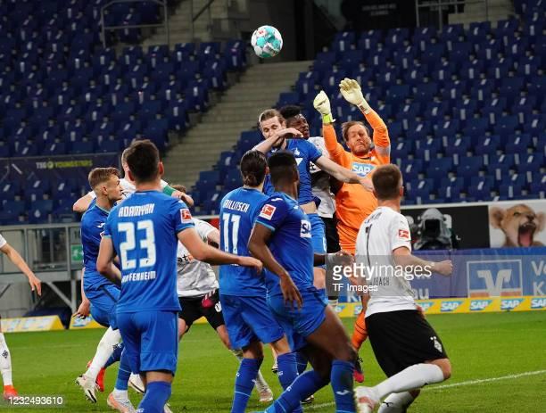 Florian Grillitsch of TSG Hoffenheim, Havard Nordtveit of TSG Hoffenheim, Breel Embolo of Borussia Moenchengladbach, goalkeeper Oliver Baumann of TSG...
