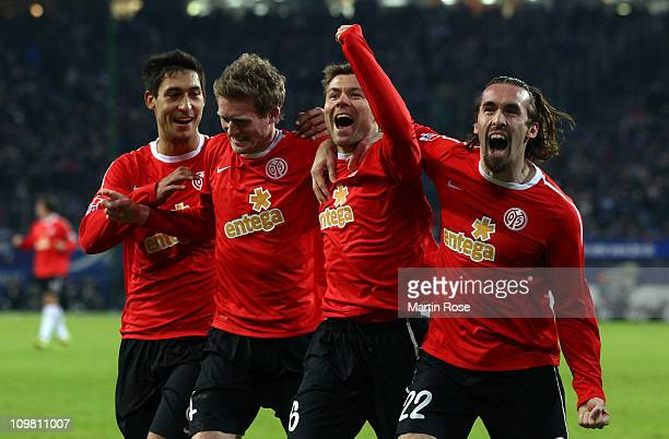 Florian Heller of Mainz celebrate with his team mates after he scores his team's 4th goal during the Bundesliga match between Hamburger SV and FSV...