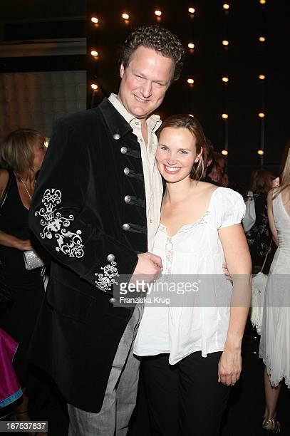 Florian Henckel Von Donnersmarck Und Ehefrau Christiane Bei Der Verleihung Der New Faces Awards Im Bcc In Berlin Am 030407