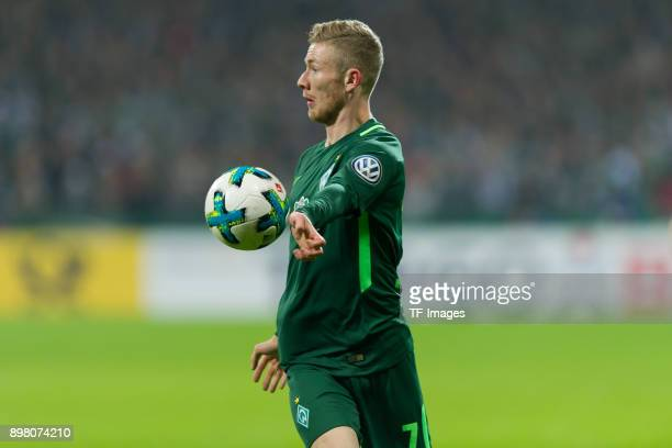 Florian Kainz of Bremen controls the ball during the DFB Cup match between Werder Bremen and SC Freiburg at Weserstadion on December 20 2017 in...