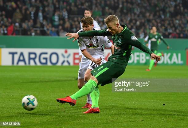 Florian Kainz of Bremen scores his goal during the DFB Cup match between Werder Bremen and SC Freiburg at Weserstadion on December 20 2017 in Bremen...