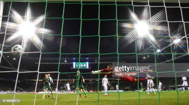 Florian Kainz of Bremen scores the second goal during the Bundesliga match between SV Werder Bremen and VfL Wolfsburg at Weserstadion on February 11...