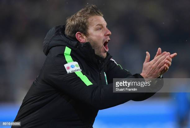 Florian Kohfeldt head coach of Bremen gestures during the Bundesliga match between Borussia Dortmund and SV Werder Bremen at Signal Iduna Park on...