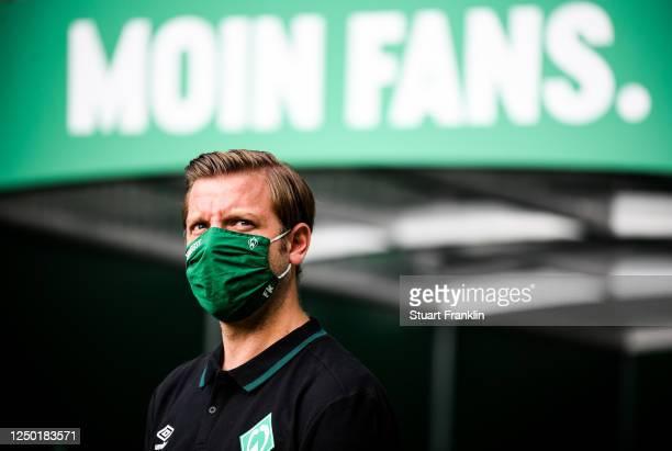 Florian Kohfeldt, head coach of Bremen looks on during the Bundesliga match between SV Werder Bremen and FC Bayern Muenchen at Wohninvest...