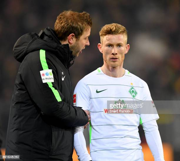 Florian Kohfeldt head coach of Bremen talks with Florian Kainz during the Bundesliga match between Borussia Dortmund and SV Werder Bremen at Signal...